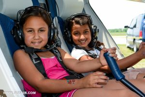 2 girls in Pipistrel